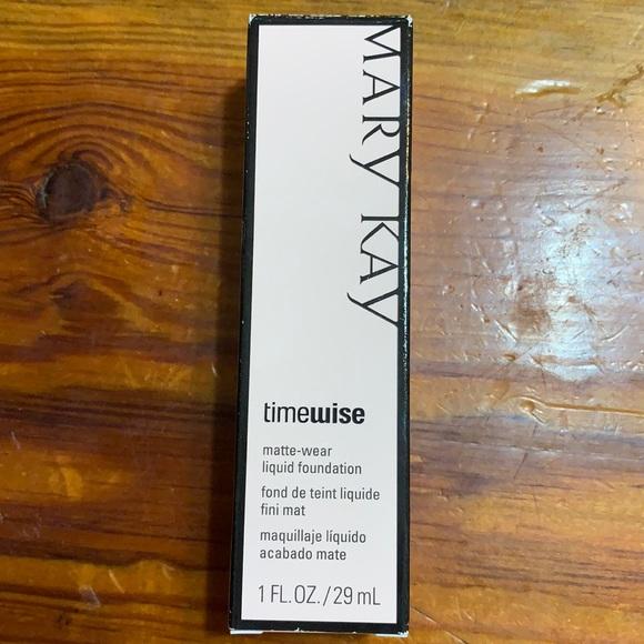 Mary Kay TimeWise Matte-Wear Foundation Beige 4